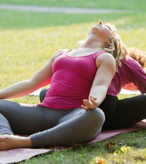 Zeit für Entspannung – Yoga zu zweit – Magazin Lübecker Bucht